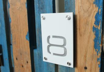 Numar de casa personalizat model 14 x 20 cm vertical